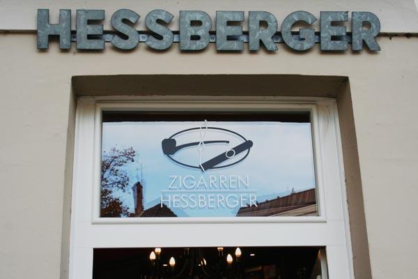 Zigarren Hessberger Laden von Aussen mit Hessberger Schriftzug